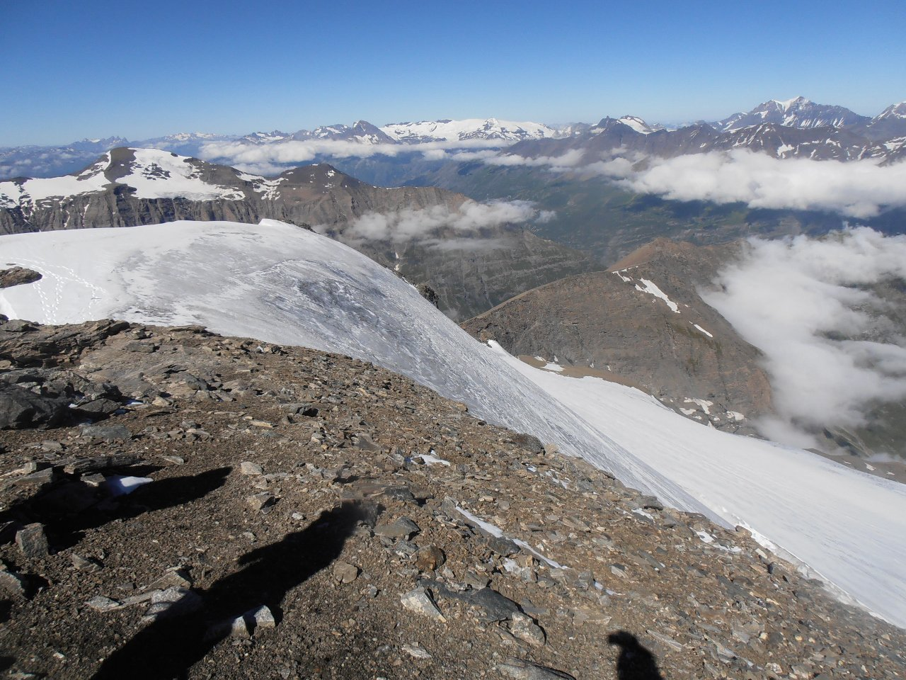 08 - dalla cima, la ripida rampa finale in ghiaccio