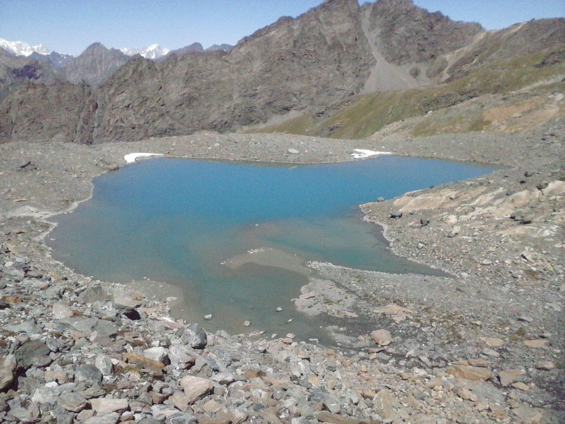 l'arrivo finalmente al lago anonimo quotato 2891 adiacente al sentiero n.11 direzione Thumel...