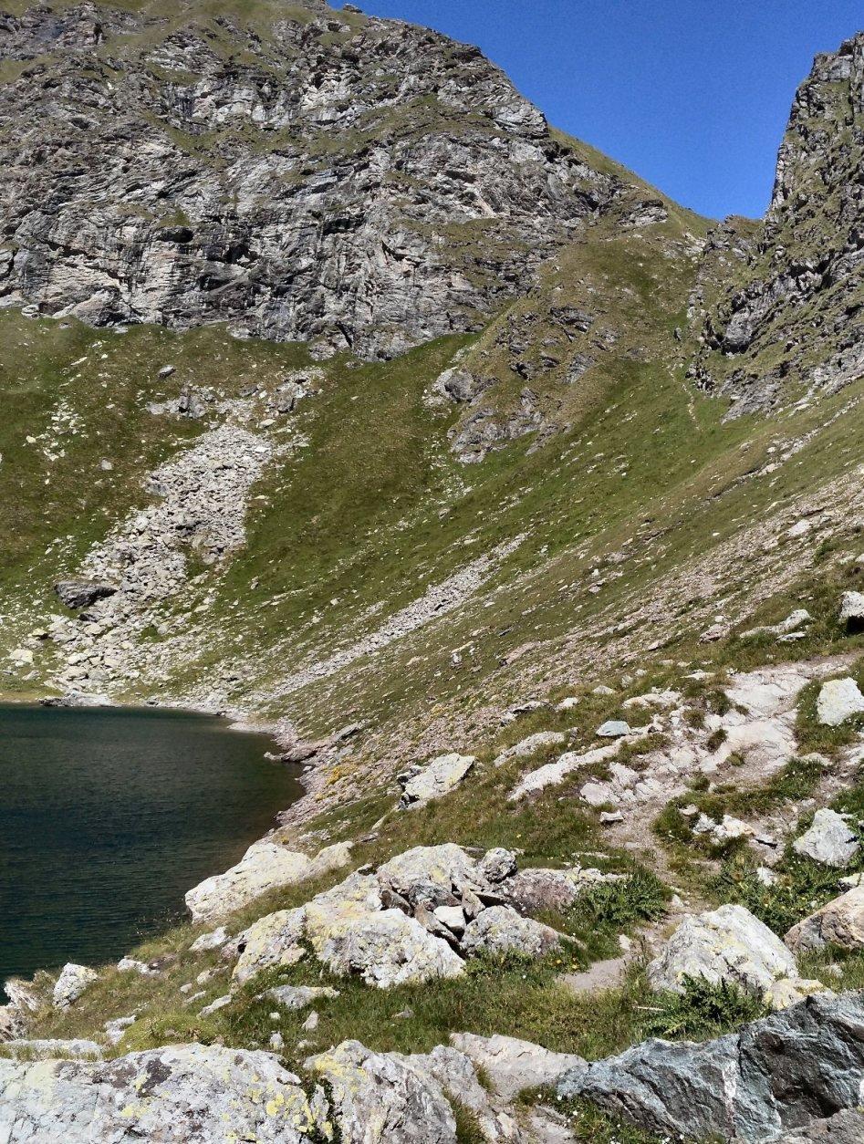 Canalino dal Passo Bringuez all'omonimo lago.