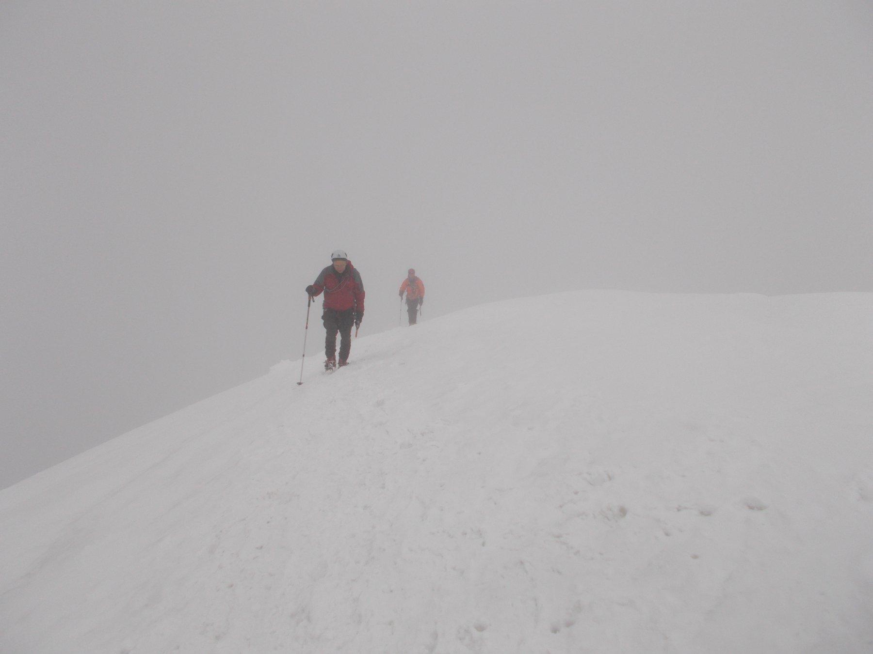 l'arrivo in punta alla roccia nera..nella nebbia..