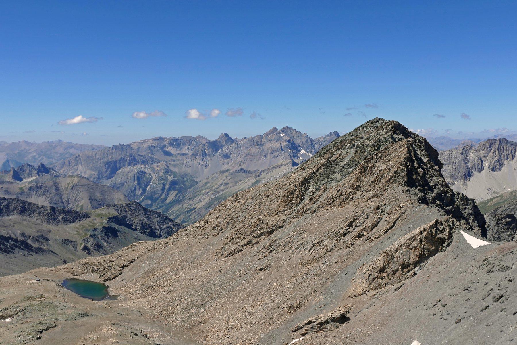Il bivacco, il lago e il Mongioia 3340 metri, visti dalla vetta del Salza