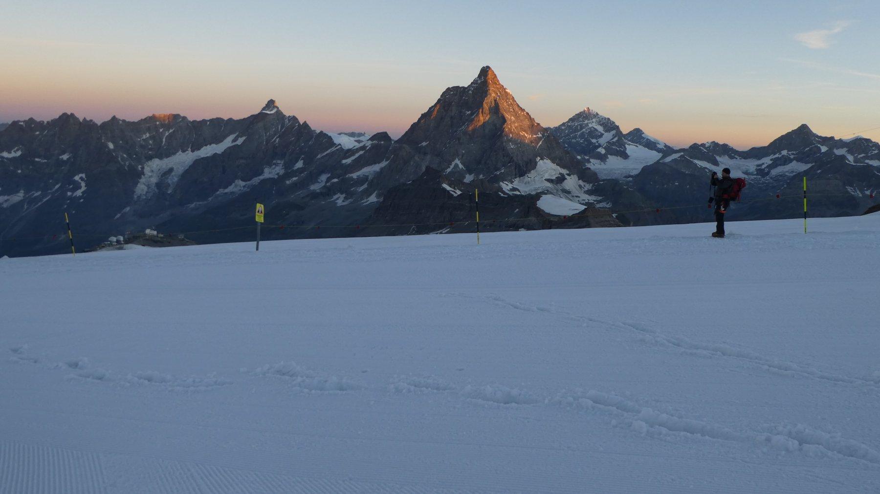 prime luci dell'alba al Colle del Breithorn