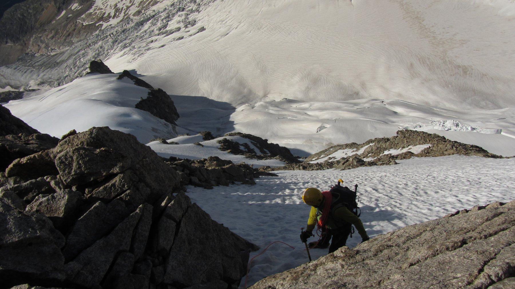 Il ripido pendio che conduce a pochi metri di cresta dalla madonnina di vetta