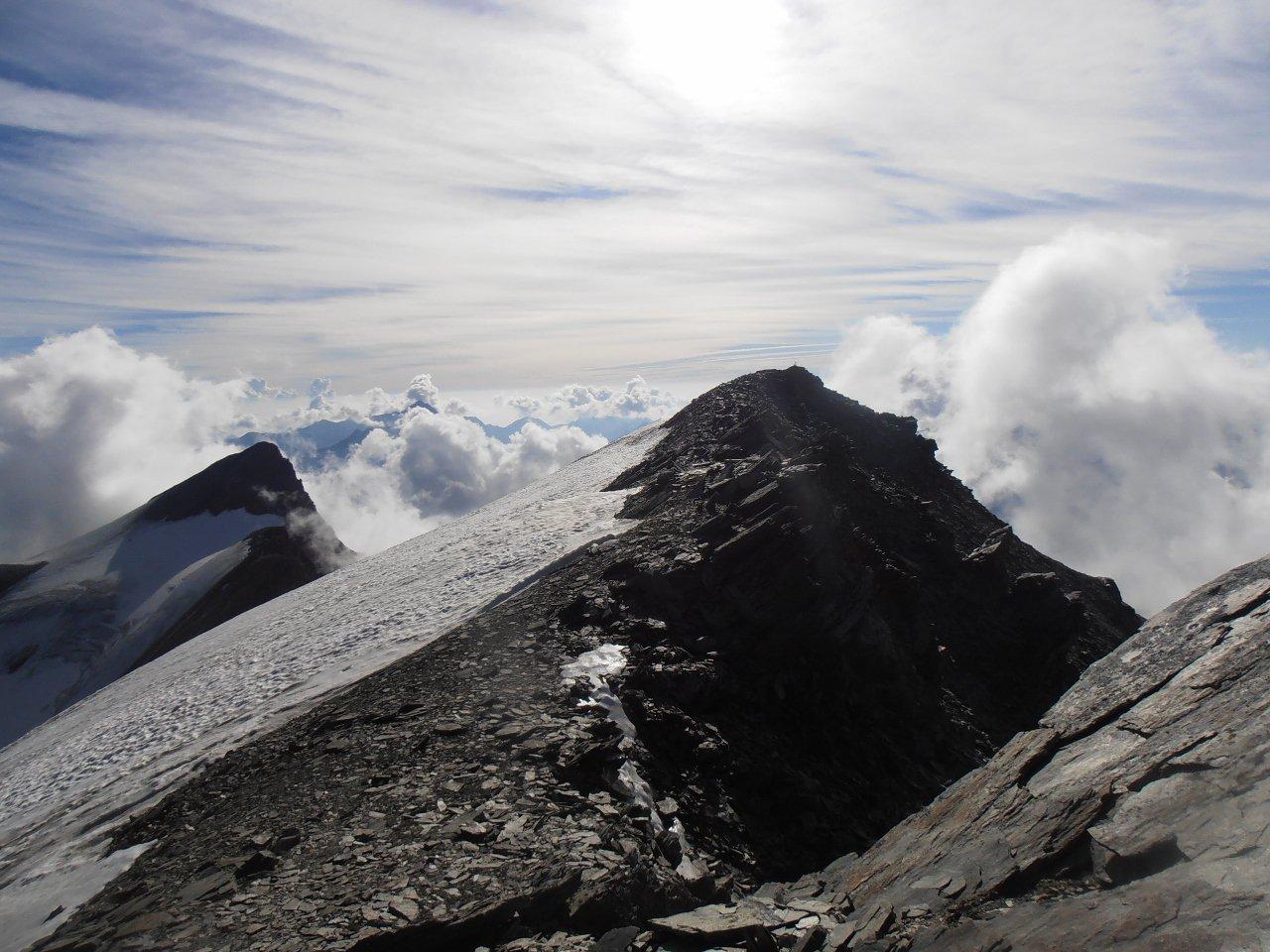01 - Punta Rossa e Punta Nera viste dalla cresta che porta alla punta Bianca