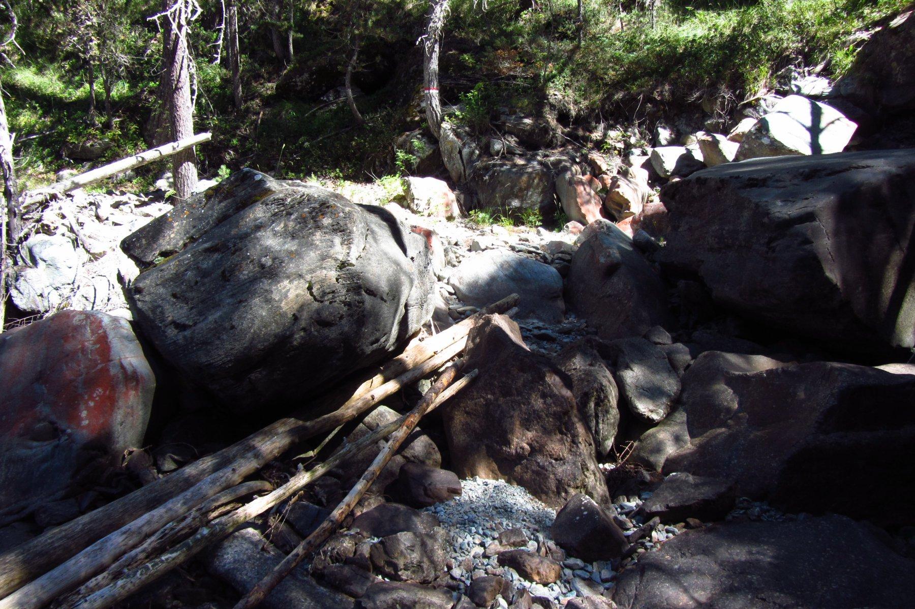 Il guado sul torrente che scende dal vallone di Ponton