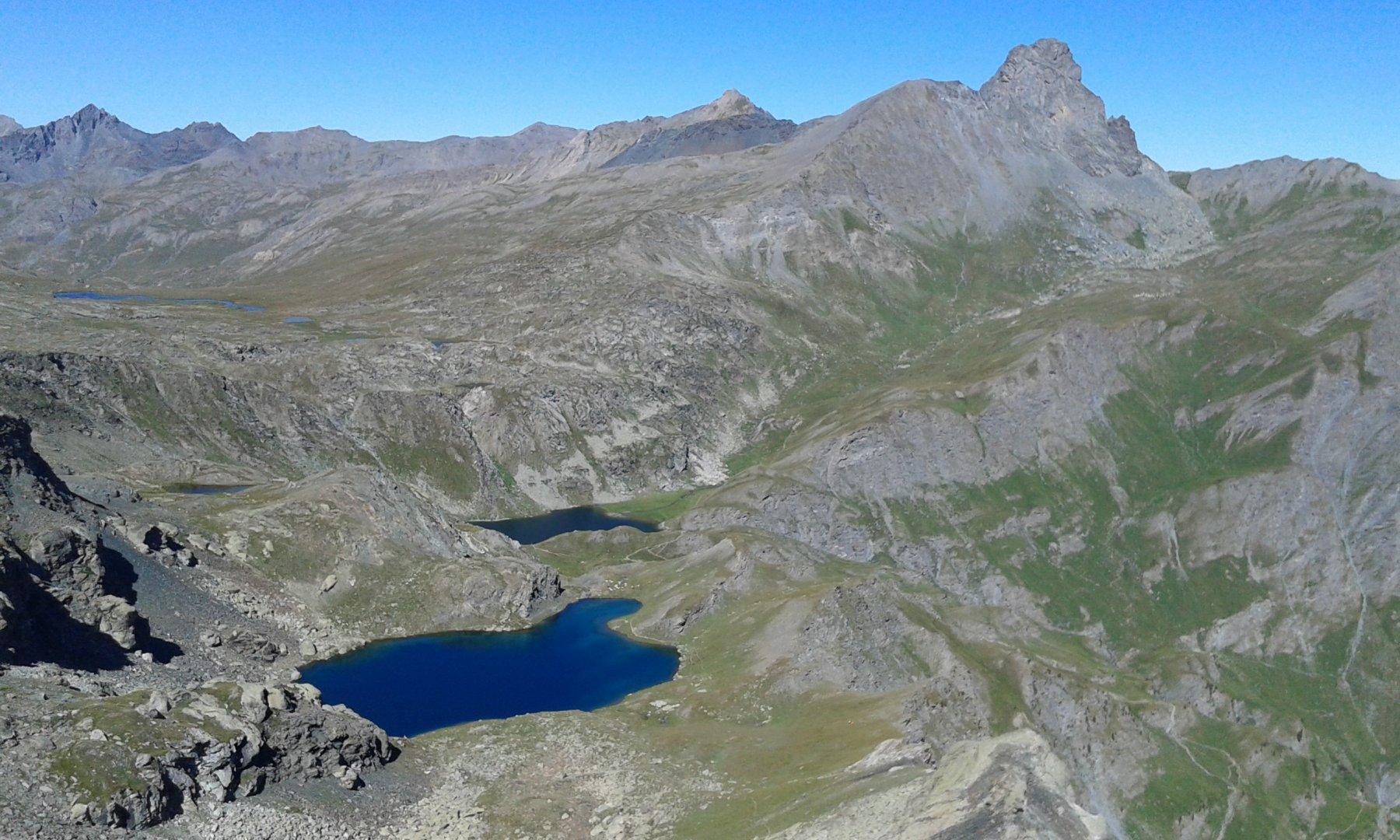 lago nero, lago blu e roc della niera dalla vetta...