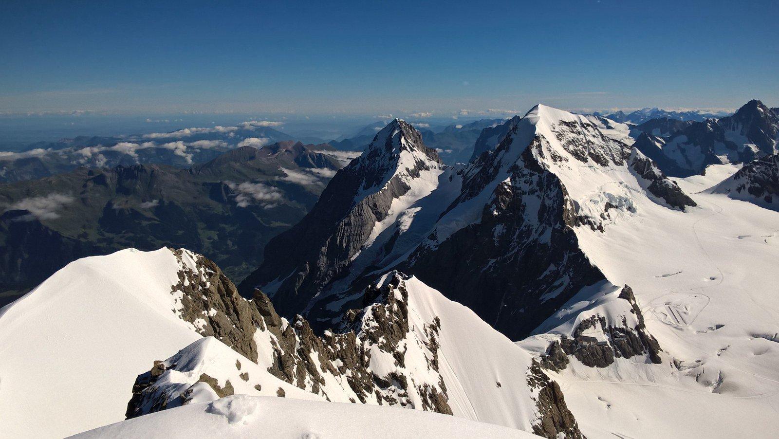 A sx l'Eiger  a dx il Monch salito ieri