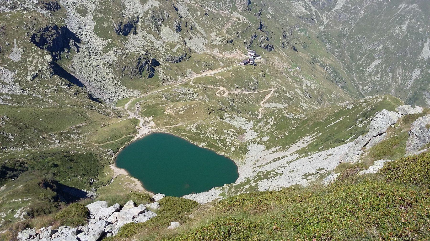 Il bel Lago di Mucrone visto dal sentiero di discesa