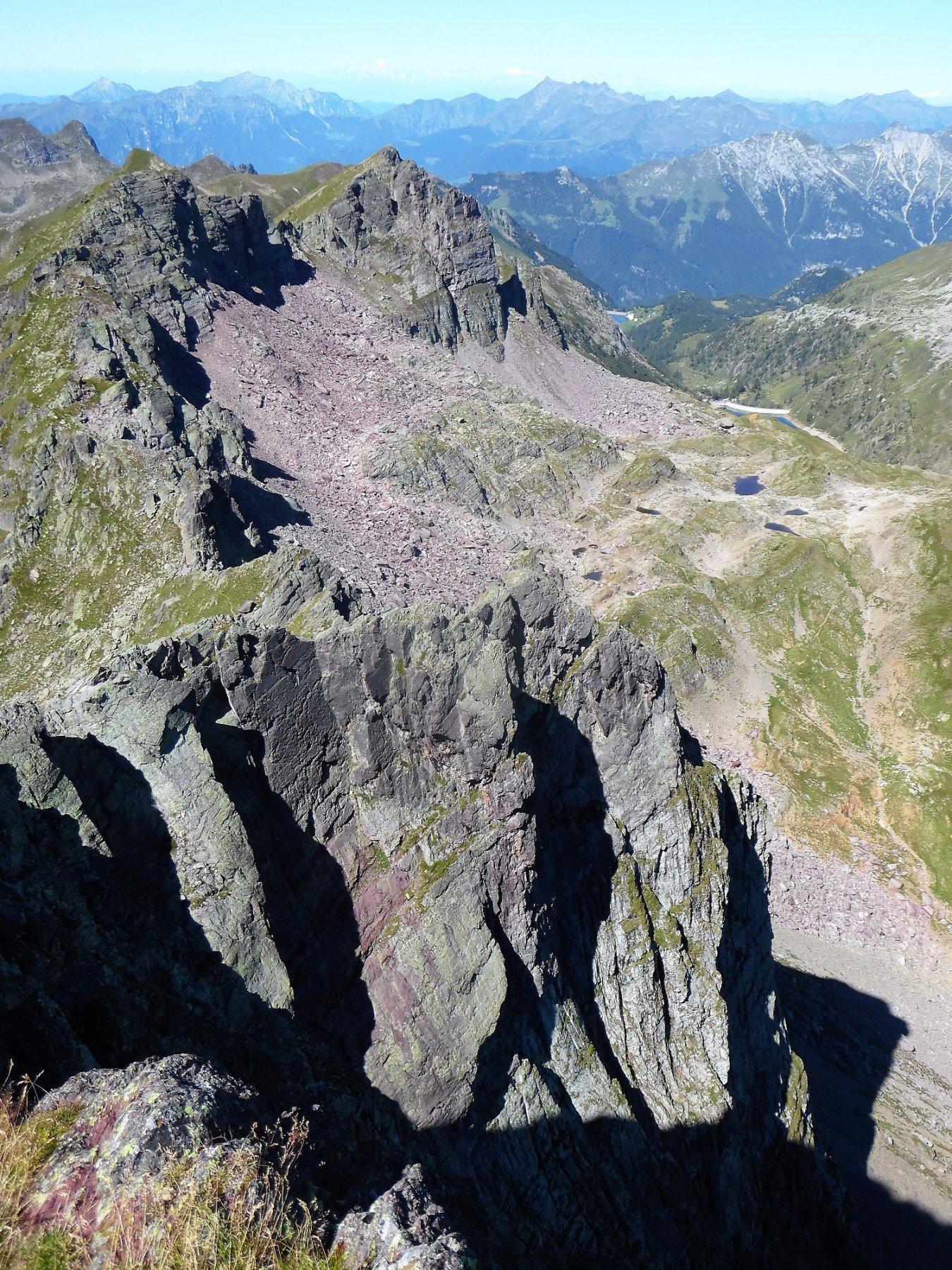 Cime di Valsanguigno e le verticali pareti nord del Pradella