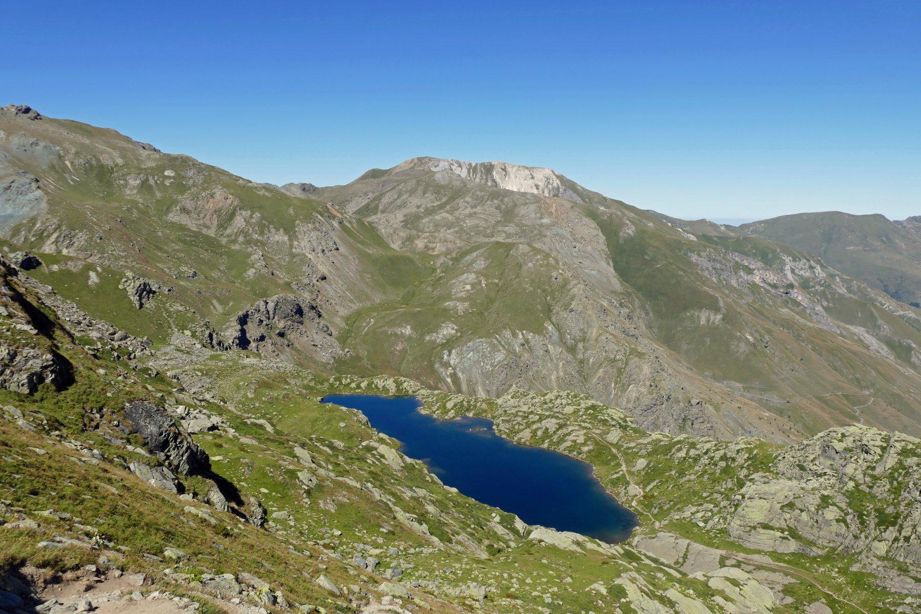 Scendendo vista sullo spettacolare Lago Superiore del Viso