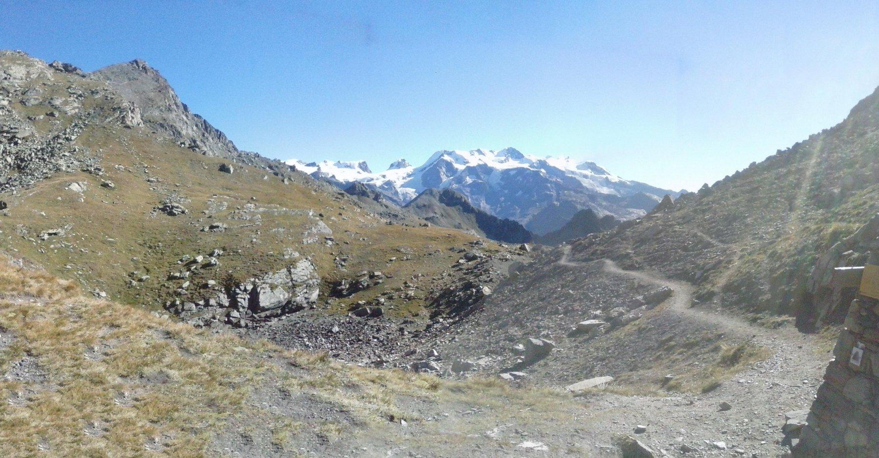 l'arrivo al colle di Nana...Panorama sul gruppo del Rosa,a sinistra Petit e Grand Turnalin..