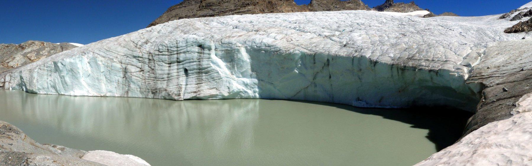 ai piedi del ghiacciaio del gran mean