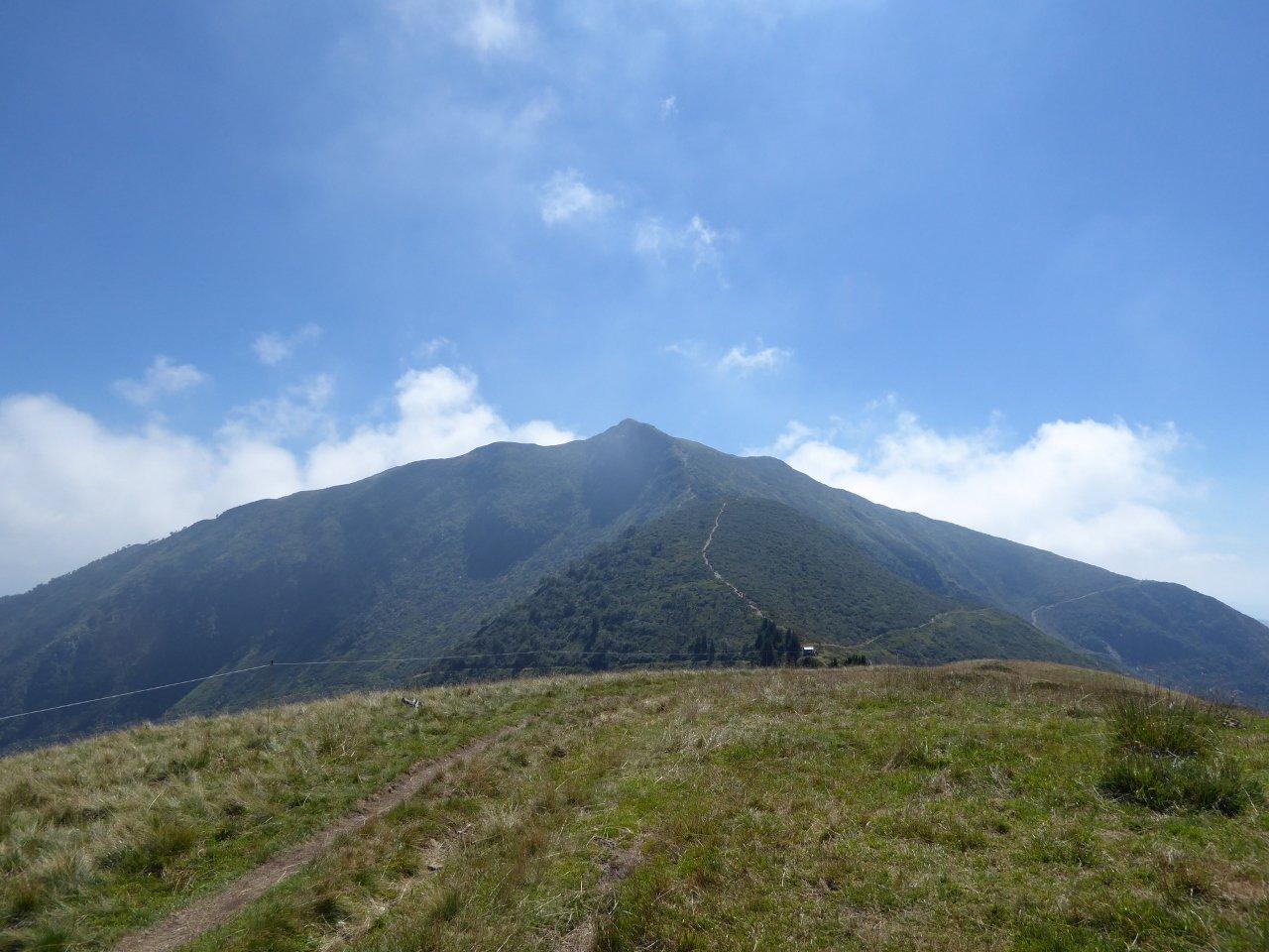 monte Gradiccioli (lato nord) fotografato in discesa lungo il percorso verso il monte Tamaro