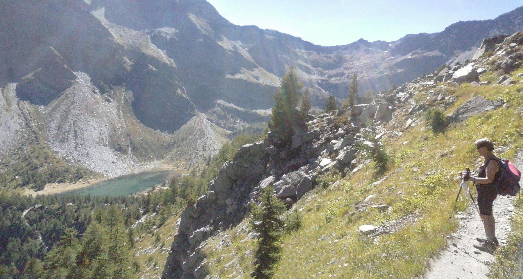 salendo al colle della Croce,vista sul lago  di Arpy ...