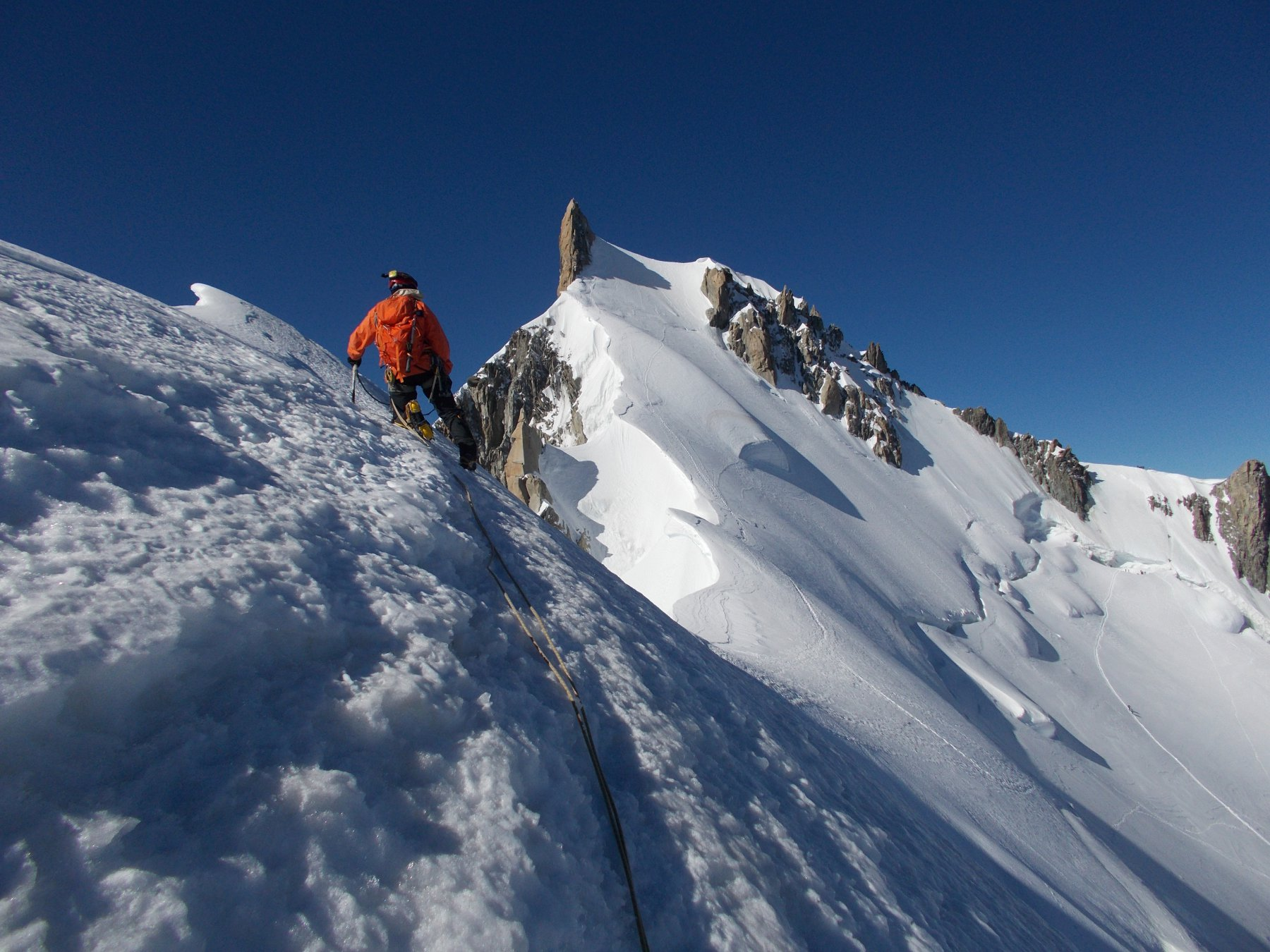 fuori dalle massime difficolta'..per ancora un lungo cammino ora tutto su neve..