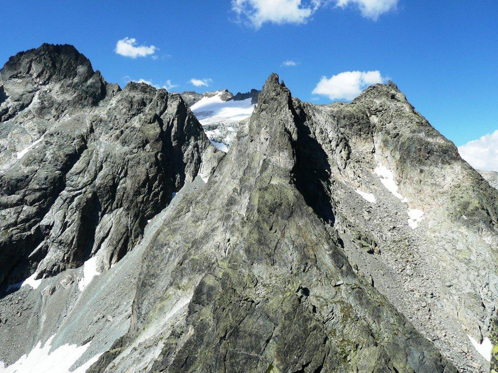Aroletta Superiore e ghiacciaio del Mont Gelè in fondo.