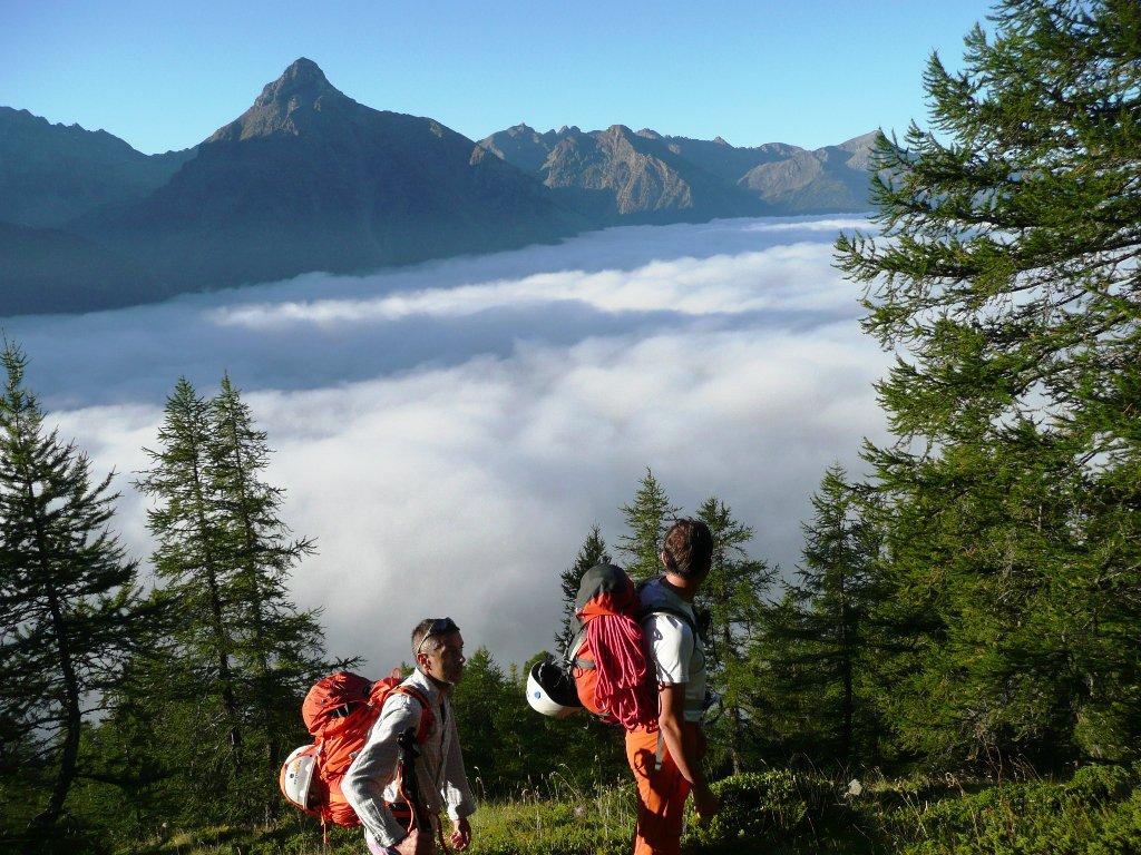 Mare di nubi sulla Valpelline, abbiamo bucato sopra i 2000