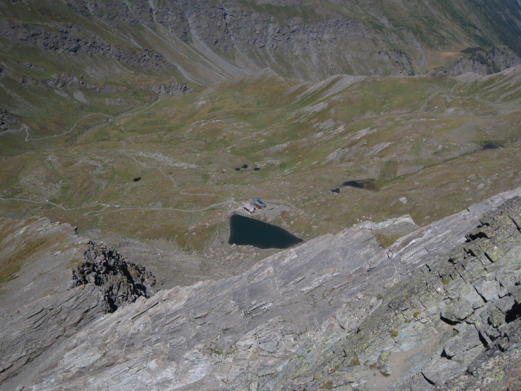 lago verde e rifugio dall cima