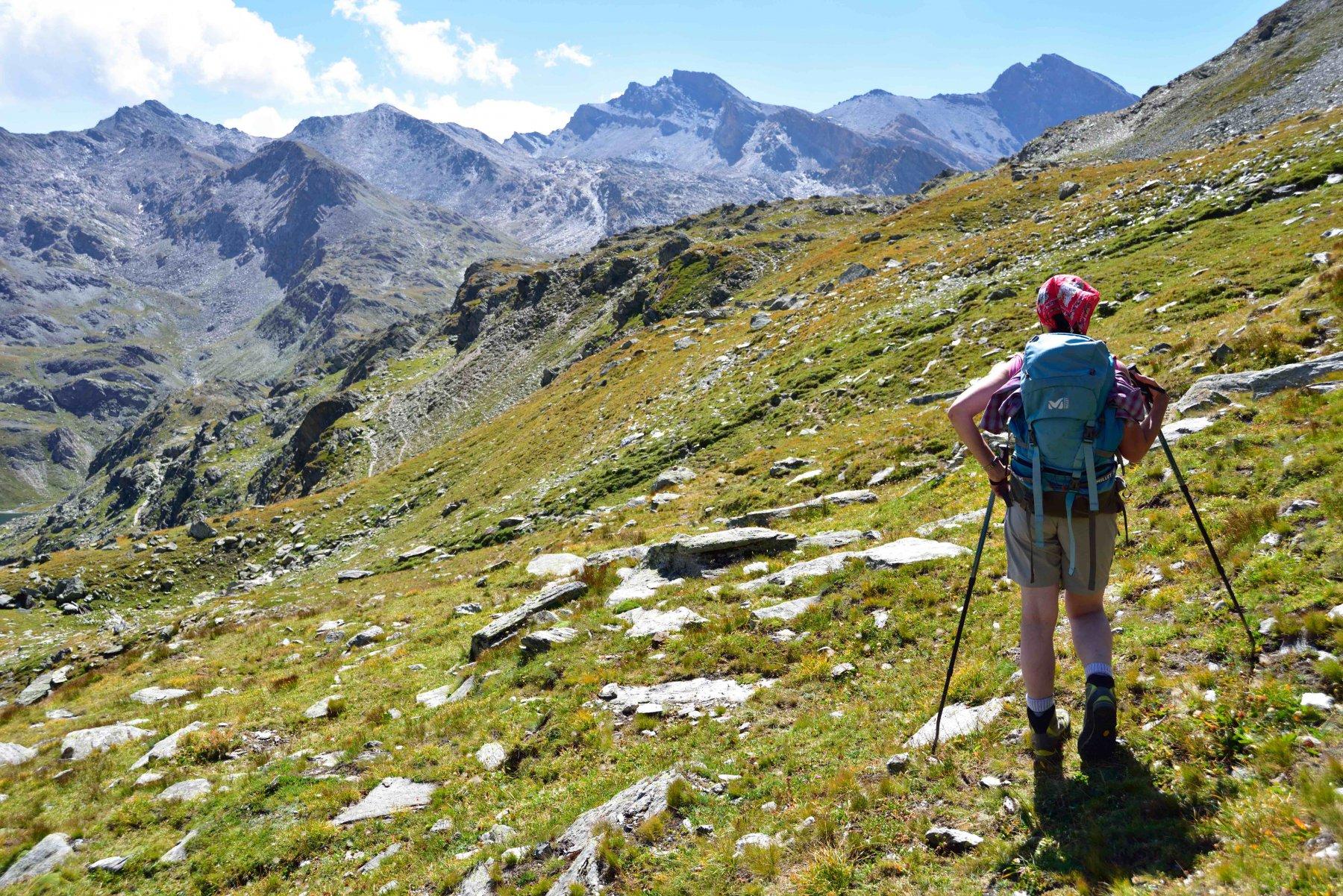 Il sentierino che taglia in quota verso il Col de Longet