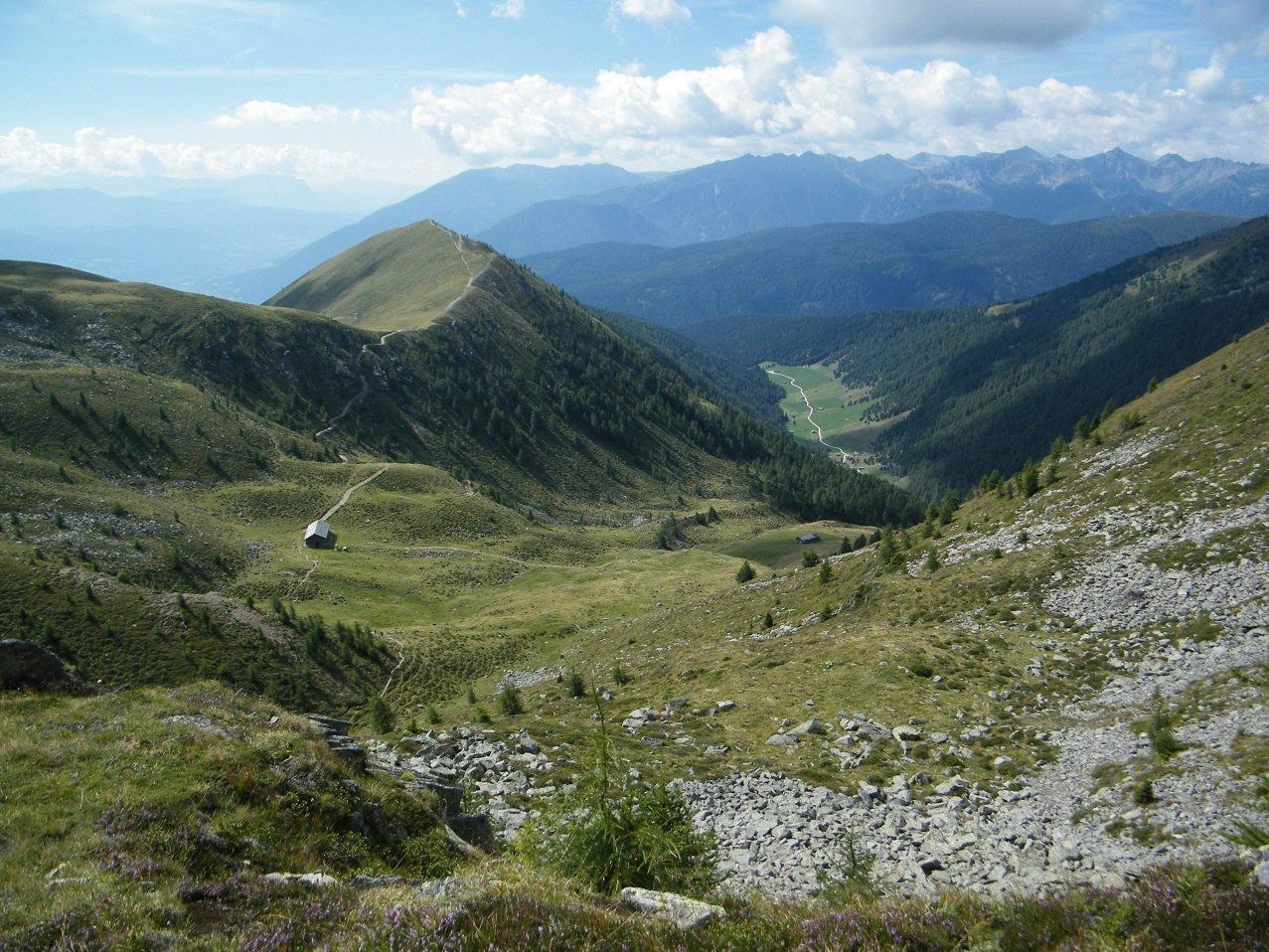Da poco sotto il Falzarer Joch: al centro il Kleingitsch e a destra la parte bassa della Val di Altafossa.