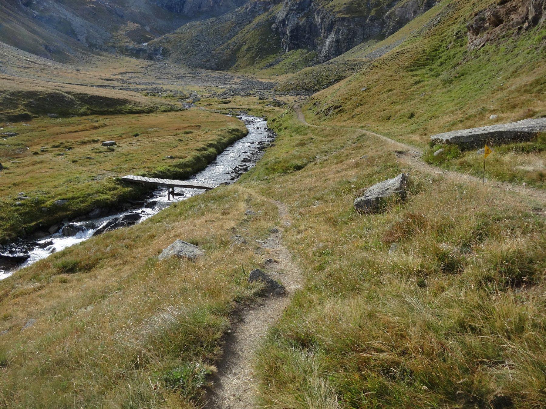 il bivio per il sentiero che sale alla casa di caccia