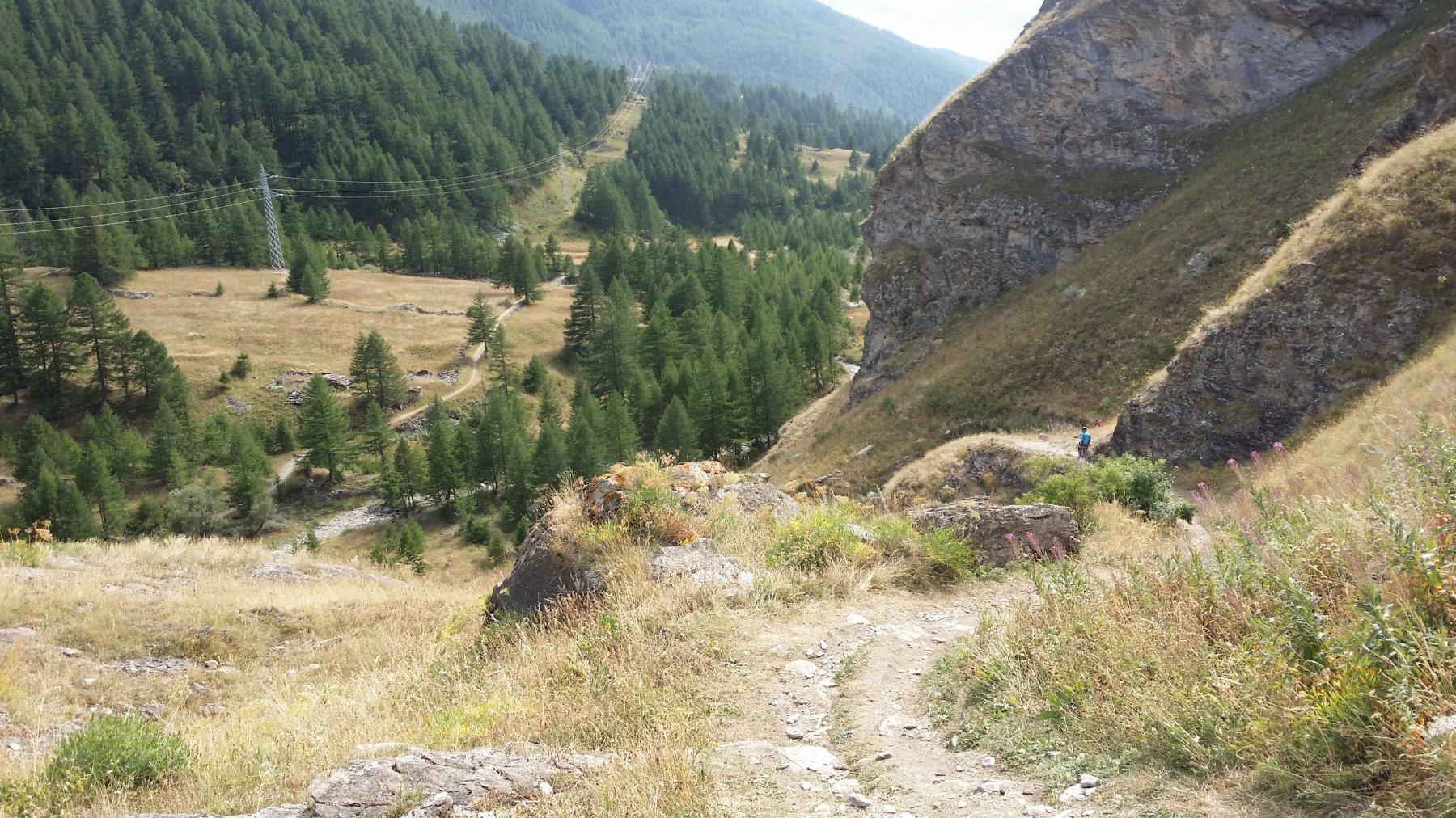 Il sentiero che parte dalla diga