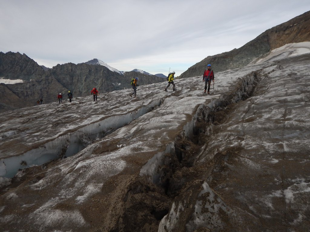 Attraversamento del piccolo ghiacciaio