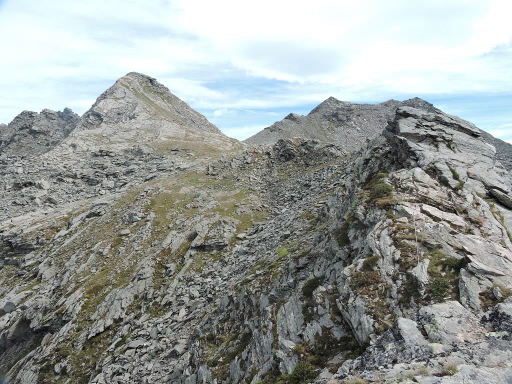 La Punta Founset a sinistra del colle.