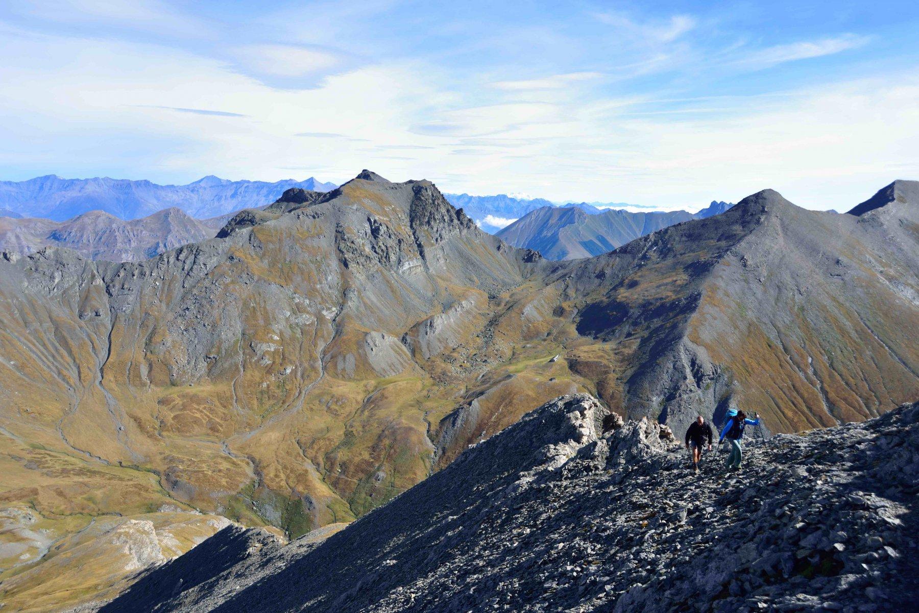 Salendo la cresta NE del Ruetas