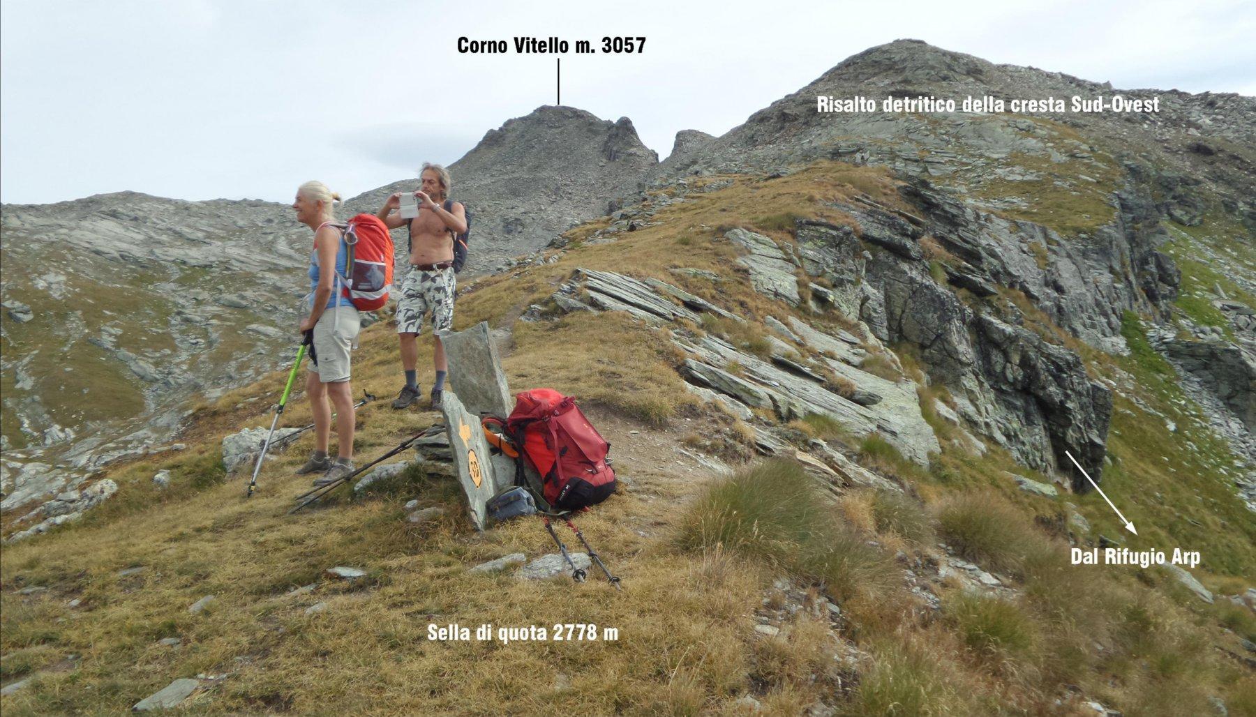 raggiunta la sella di quota 2778 m si vede bene il restante percorso da fare per raggiungere la cima