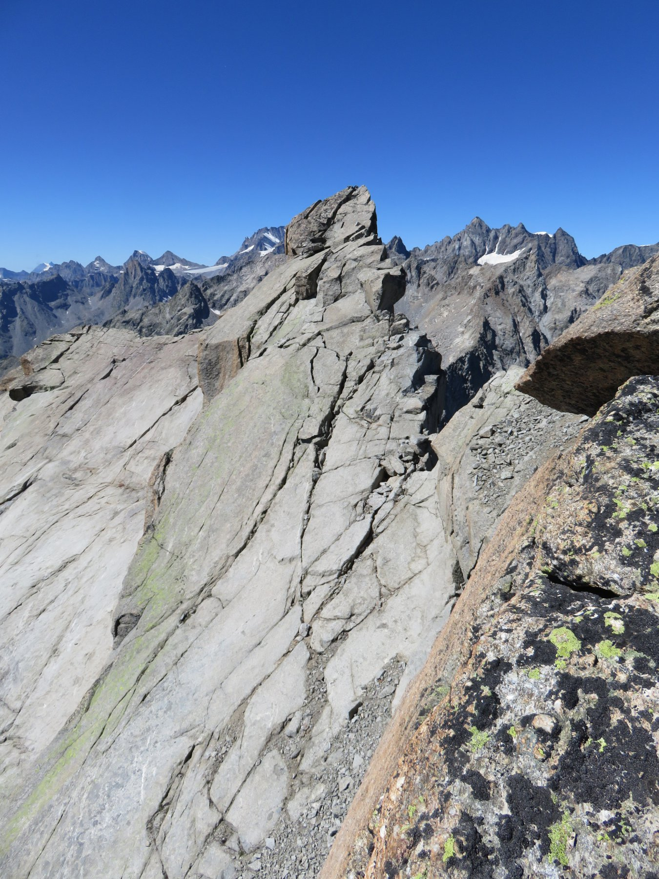 Vista sulla vicina vetta alpinistica
