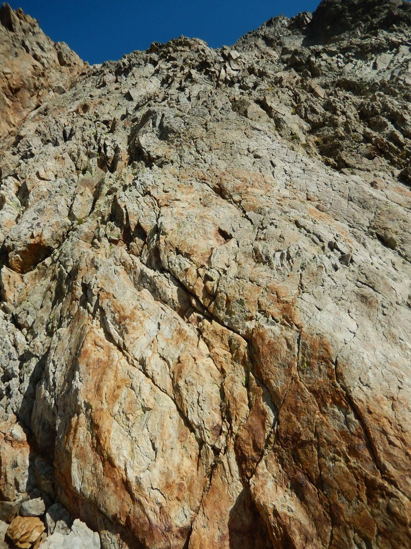 Le ultime decine di metri sotto la vetta con passi di II su ottima roccia, ma esposti.