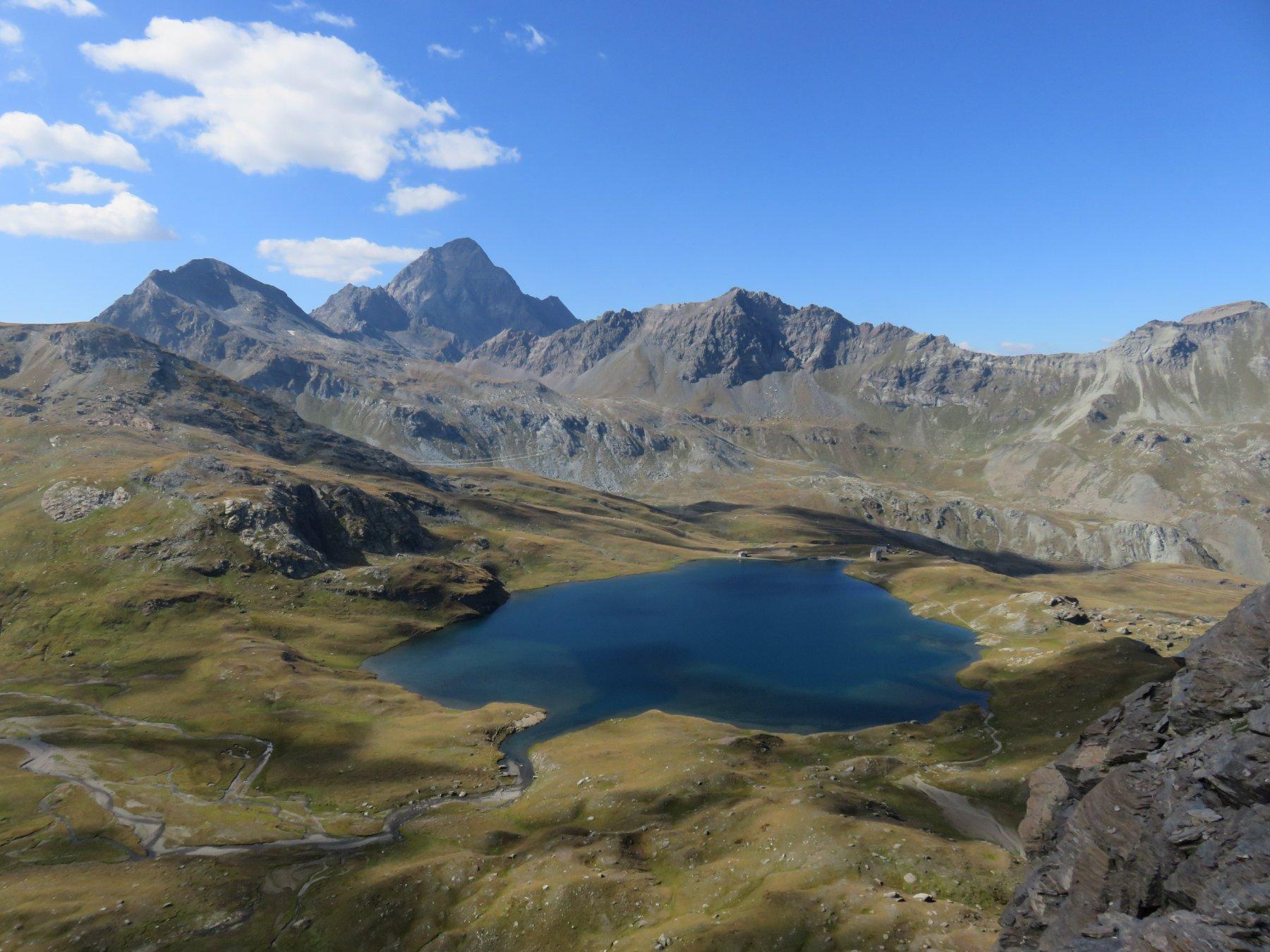 Panorama dal ciglio del balcone del Mont Rascias