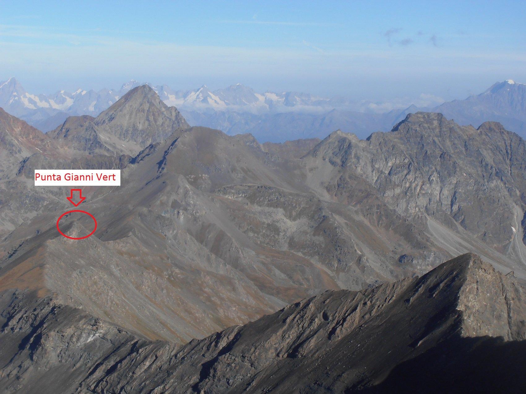 08 - Punta Gianni Vert vista dalla Punta Tersiva, con l'Emilius sullo sfondo