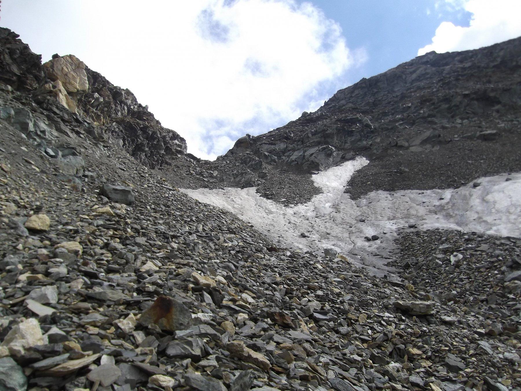 Il Colle di Vofrede e il nevaio evitabile.