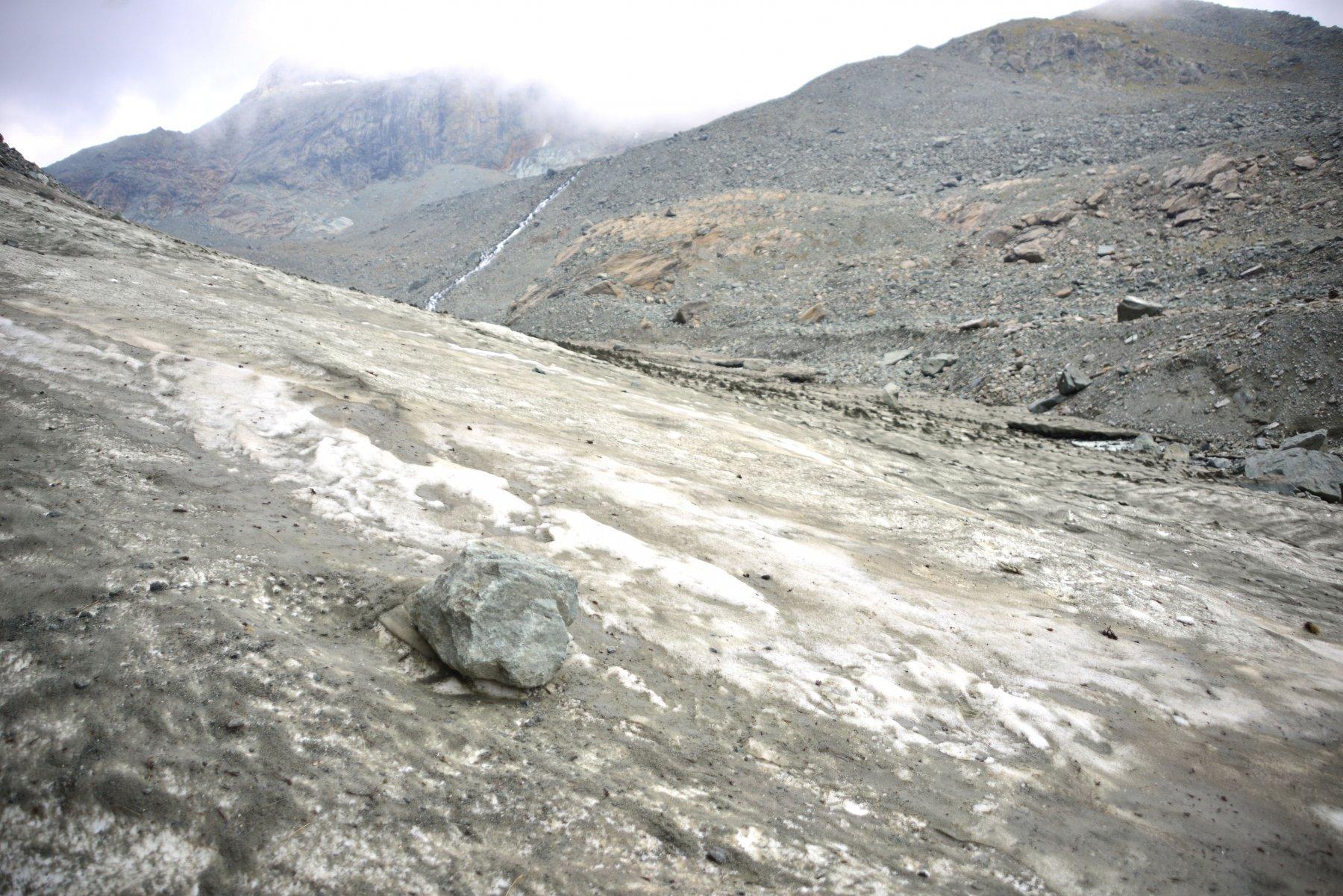 attraversamento acqua su ghiacciaio