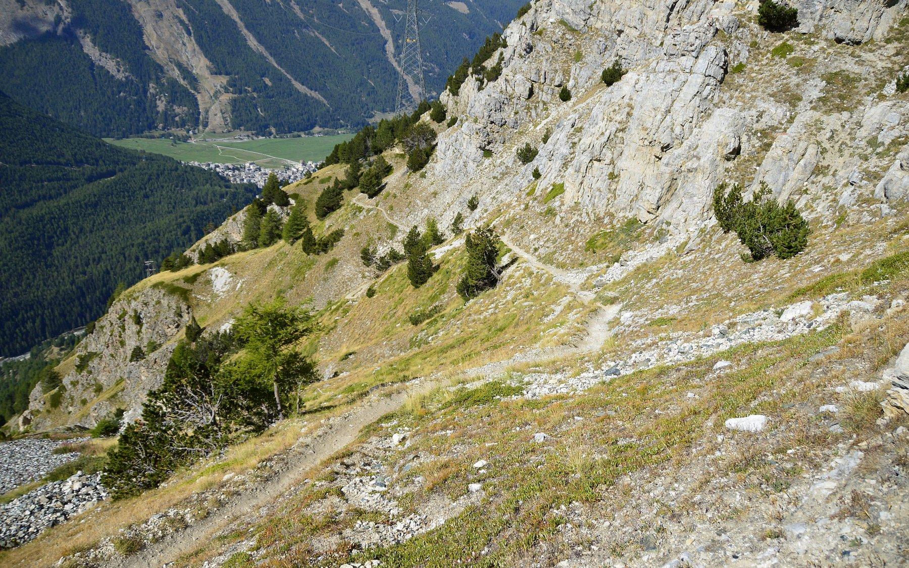 Il traverso per raggiungere Colonna (sullo sfondo Cogne)