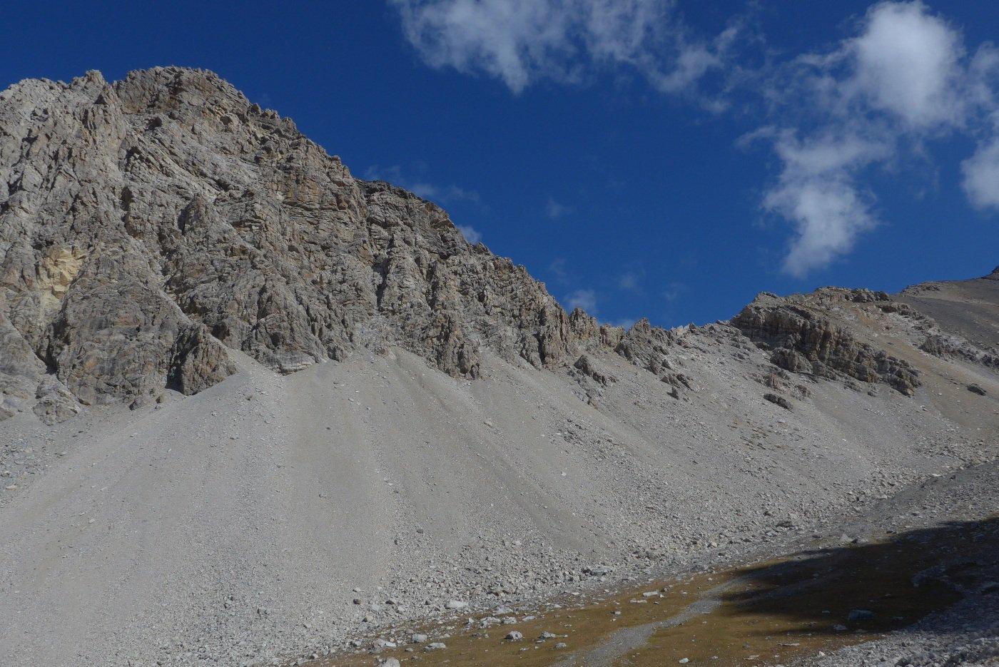 A destra del Rocher de Malapas il Pas de Curé