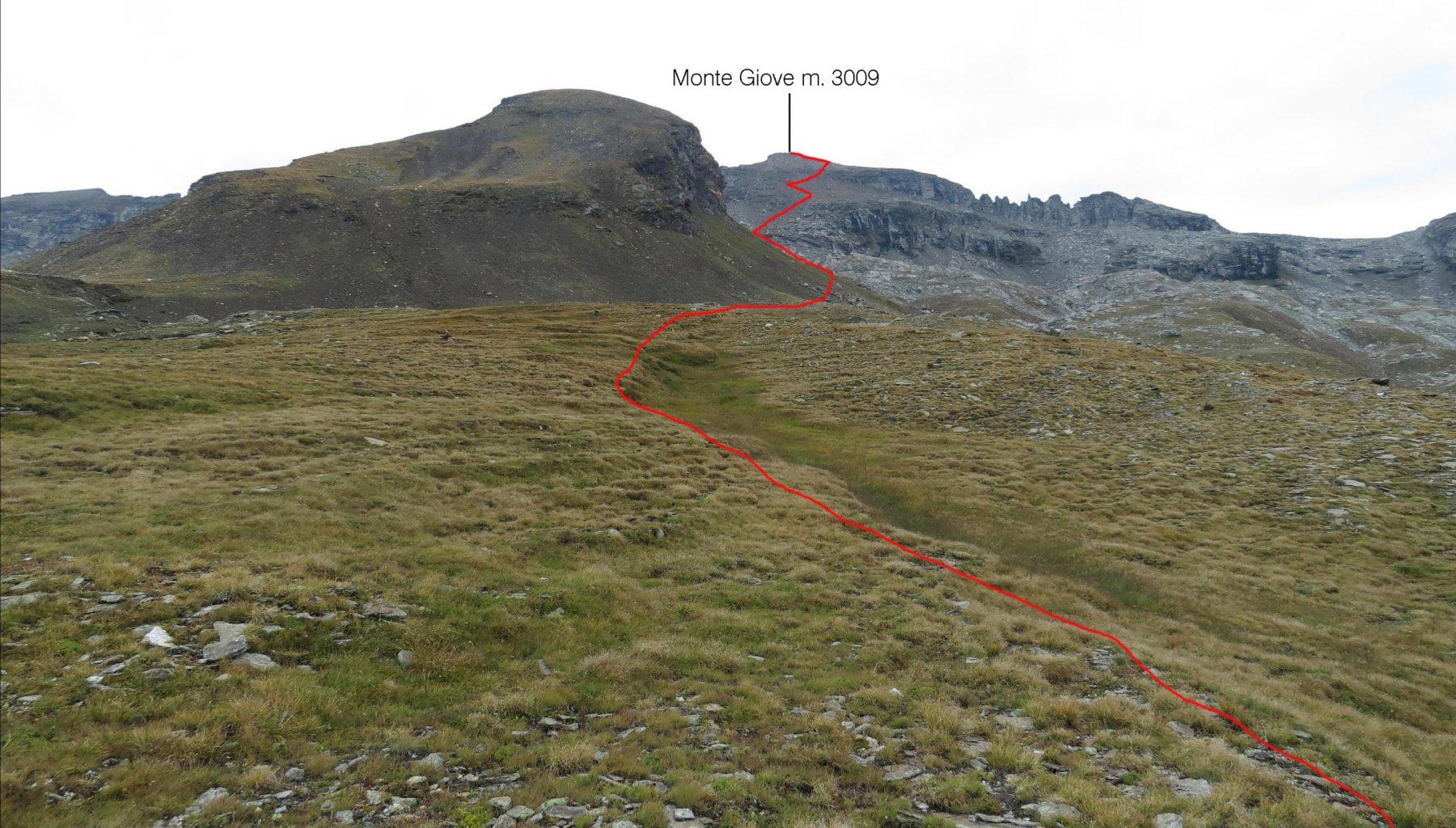 il percorso di salita visto dal pendio erboso iniziale sopra il Lago Busin Inferiore