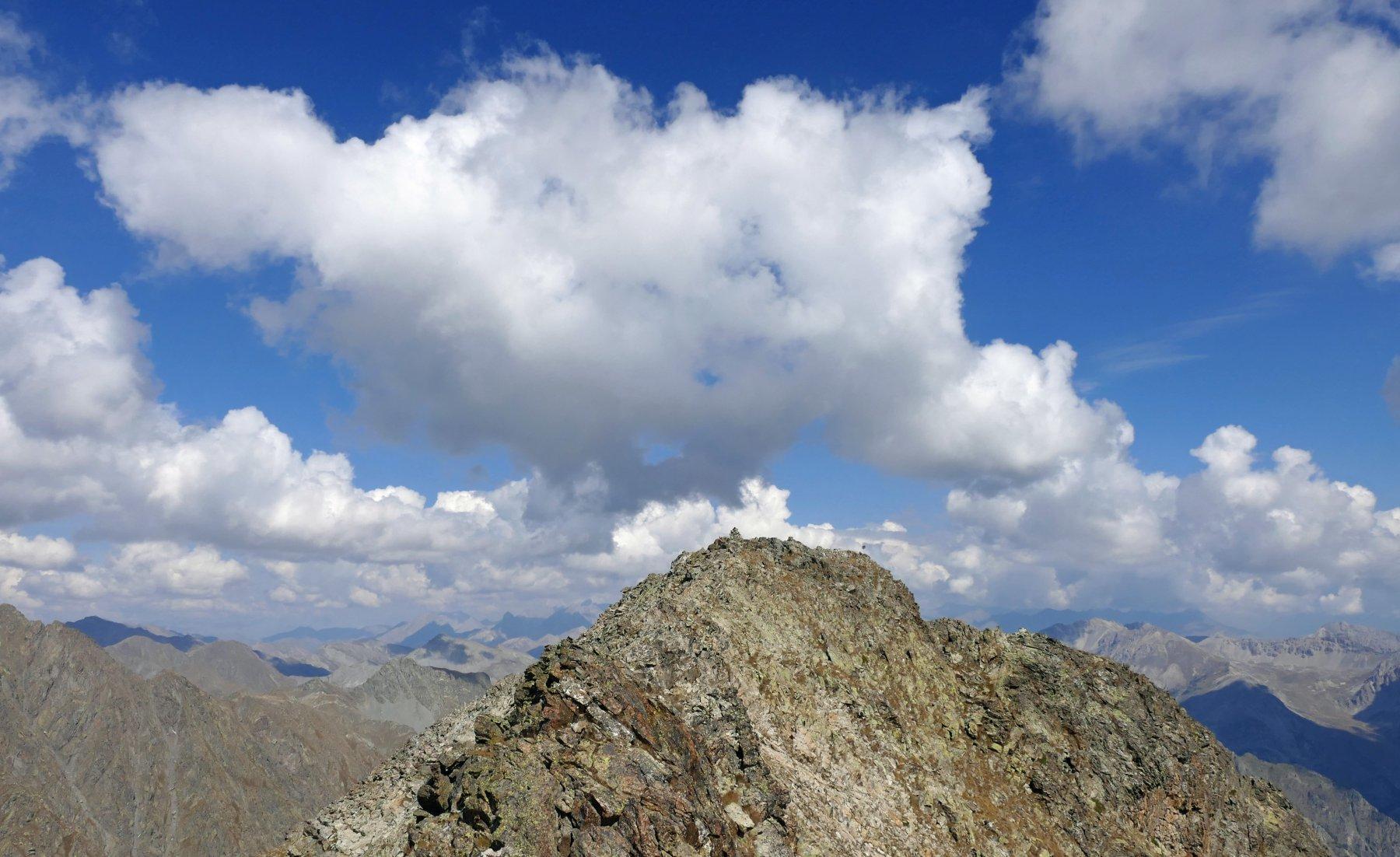 La cima più a nord e parte della crestina percorsa