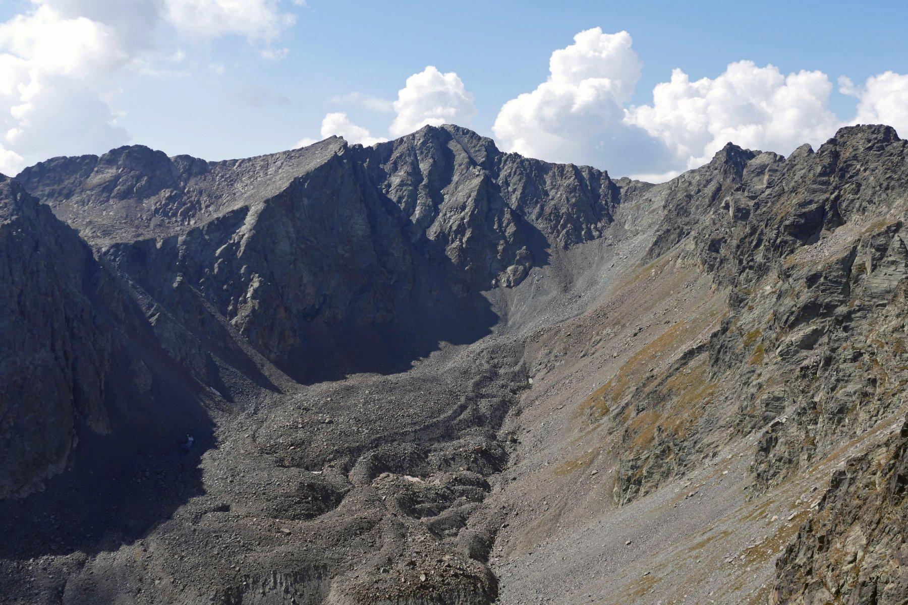 Dalla cima vista sul Tenibres e il Vallone superiore del Piz