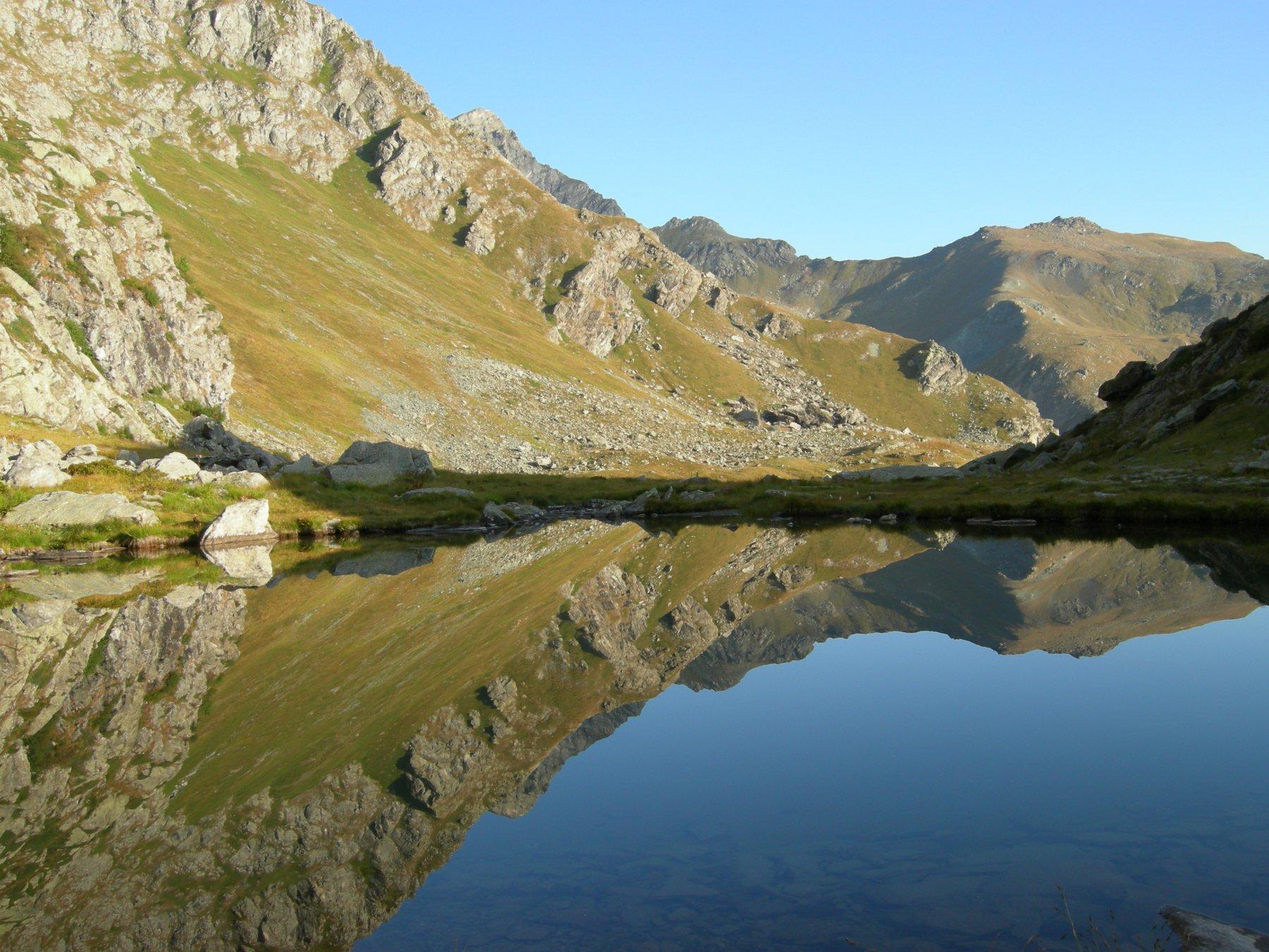 riflessi di prima mattina nel lago Superiore