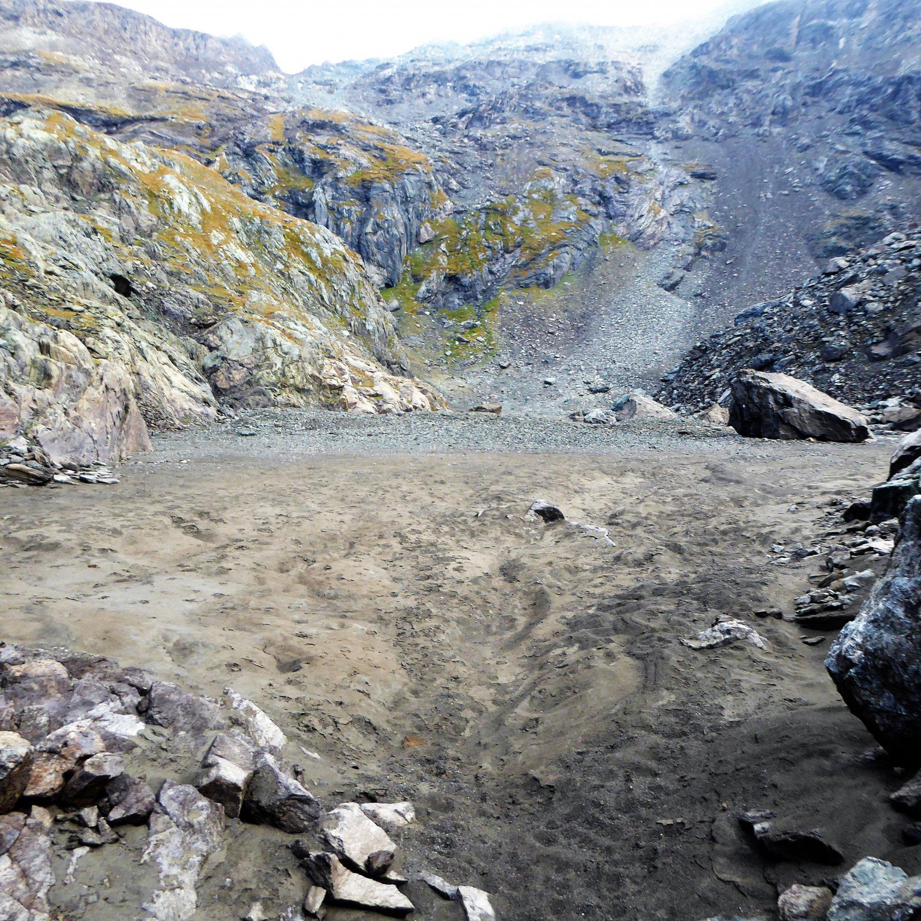 Il letto del lago asciutto a 2825 metri
