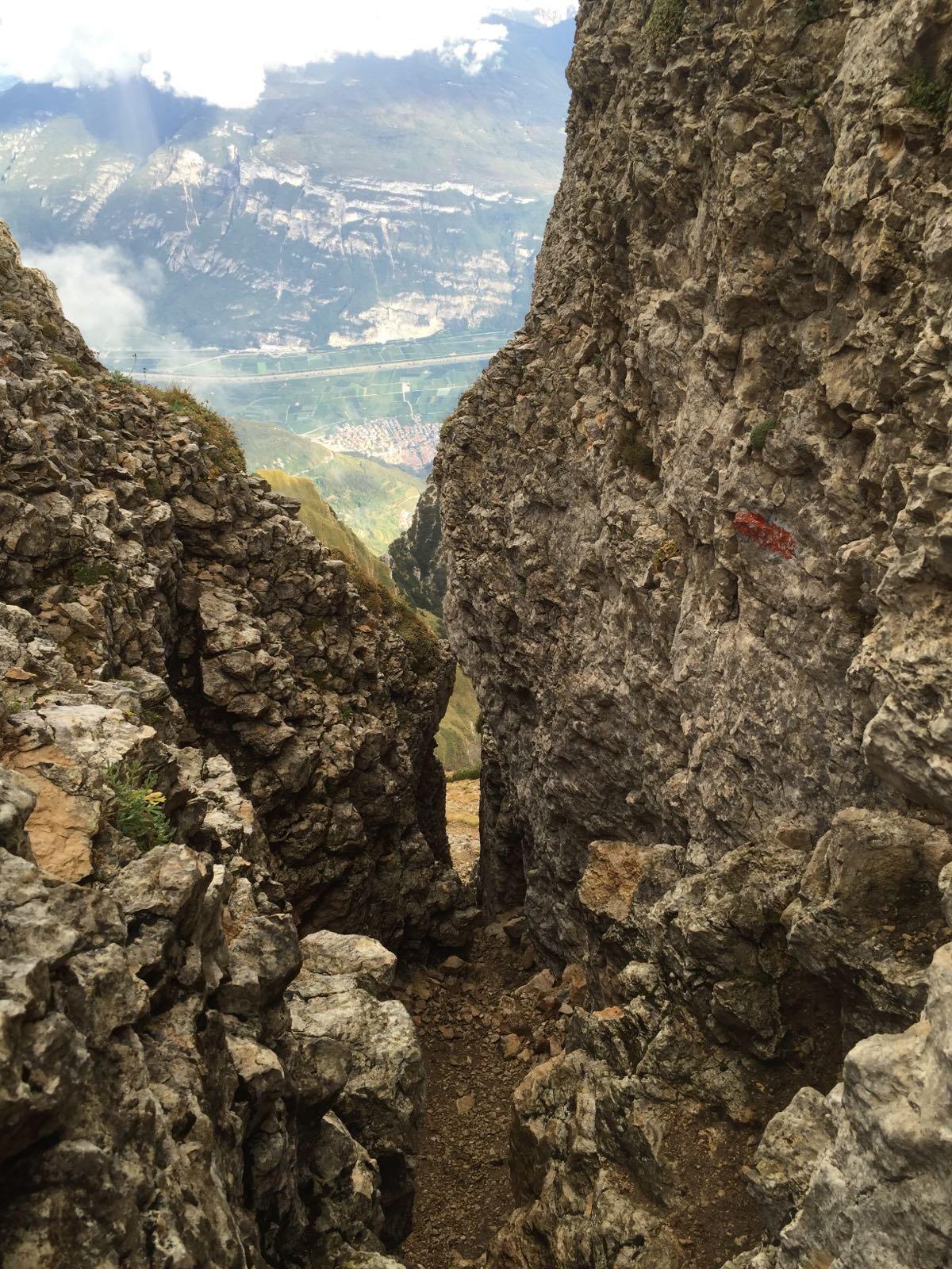 passaggio per scendere dalla cima del Doss