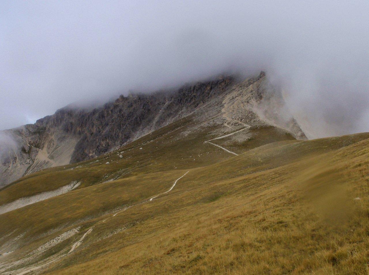 il Corno Grande avvolto nella nebbia