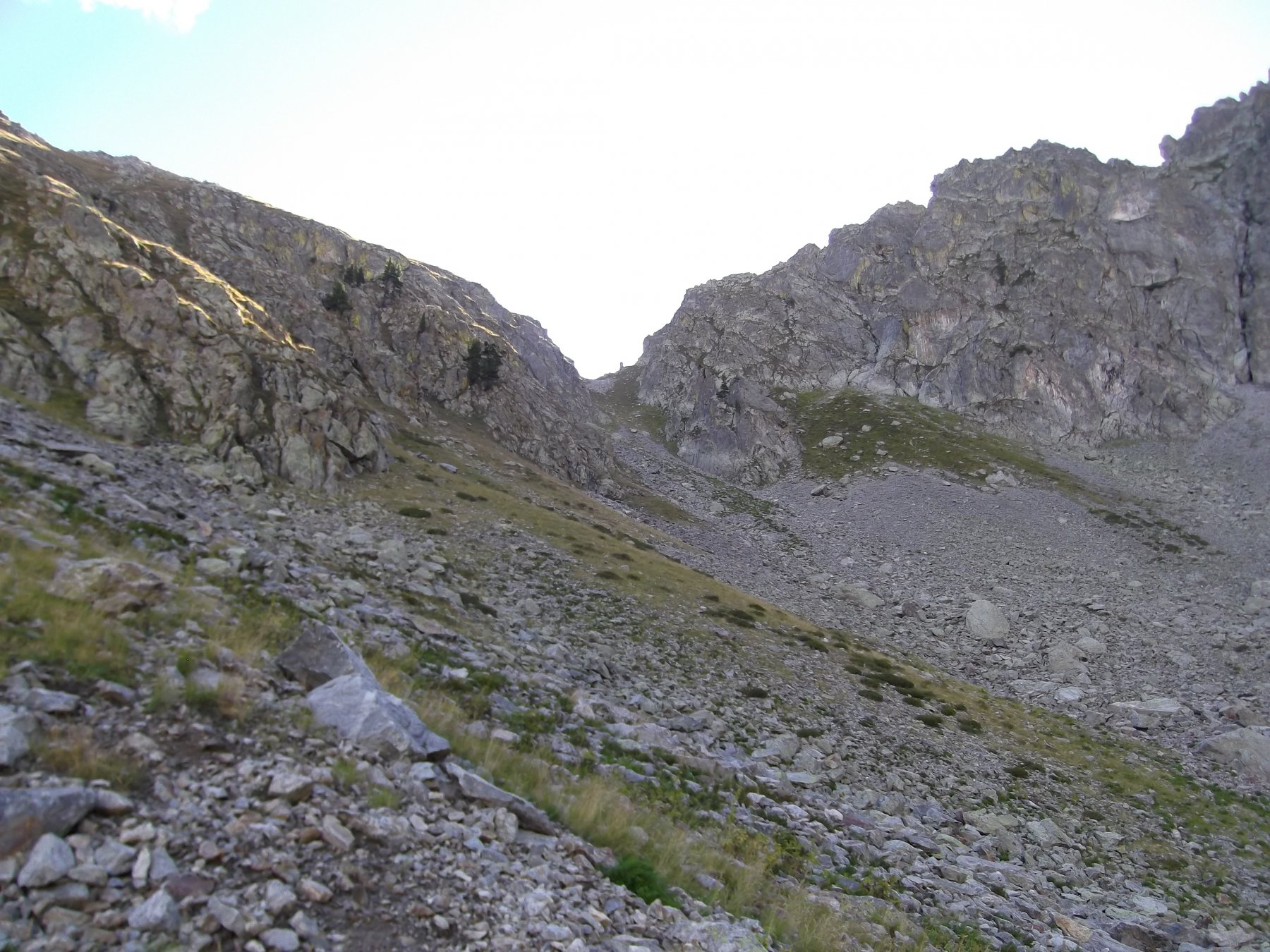 Al centro il Passo del Limbo (m.2355).