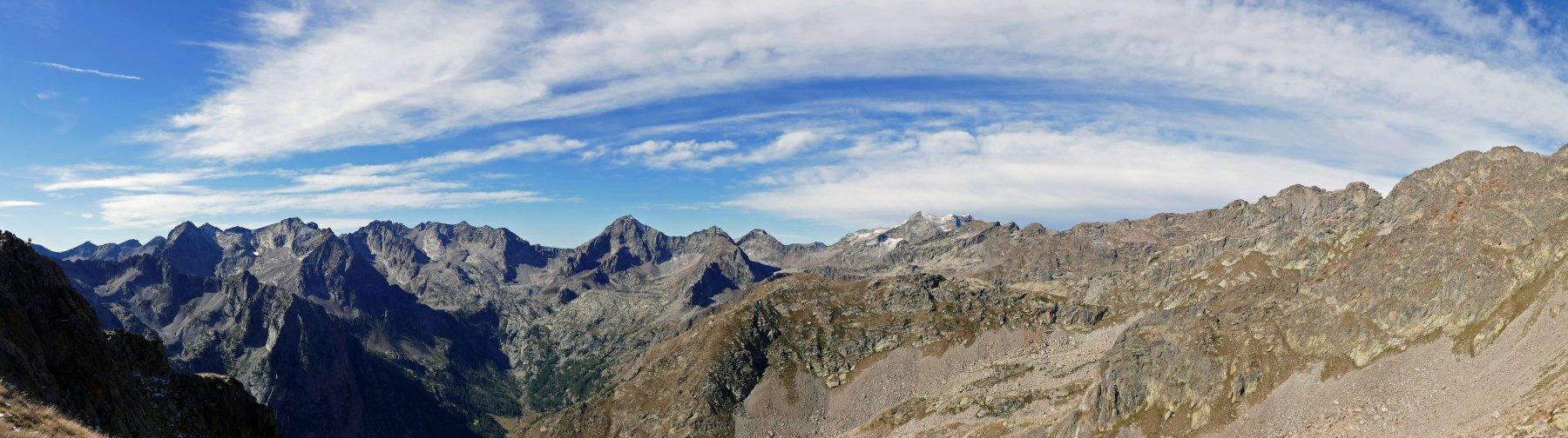 Panorama sulla valle Gesso salendo nel vallone di Valmiana
