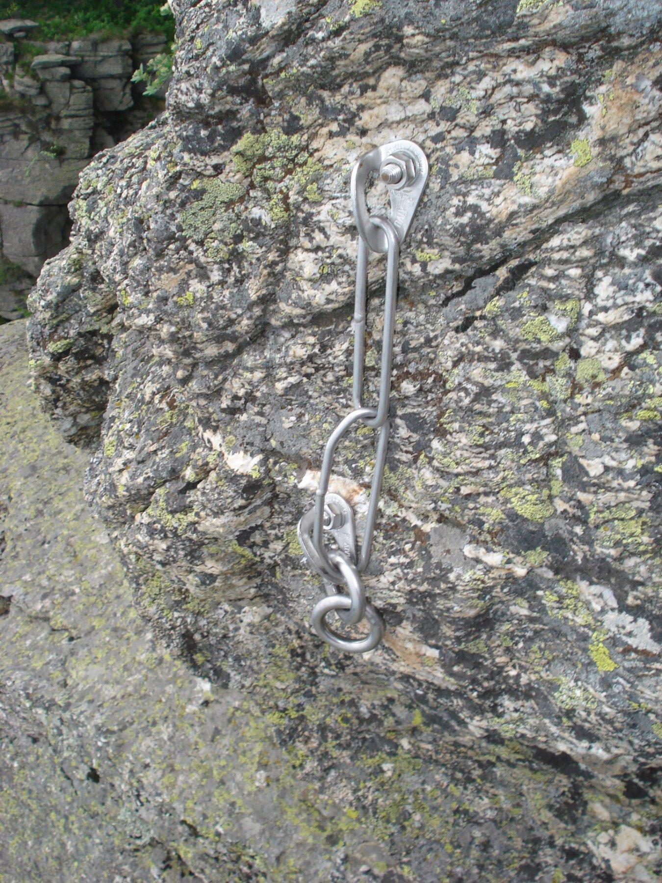 L8 (ora L7): ..catena sommitale da dove iniziano le doppie sulla via stessa