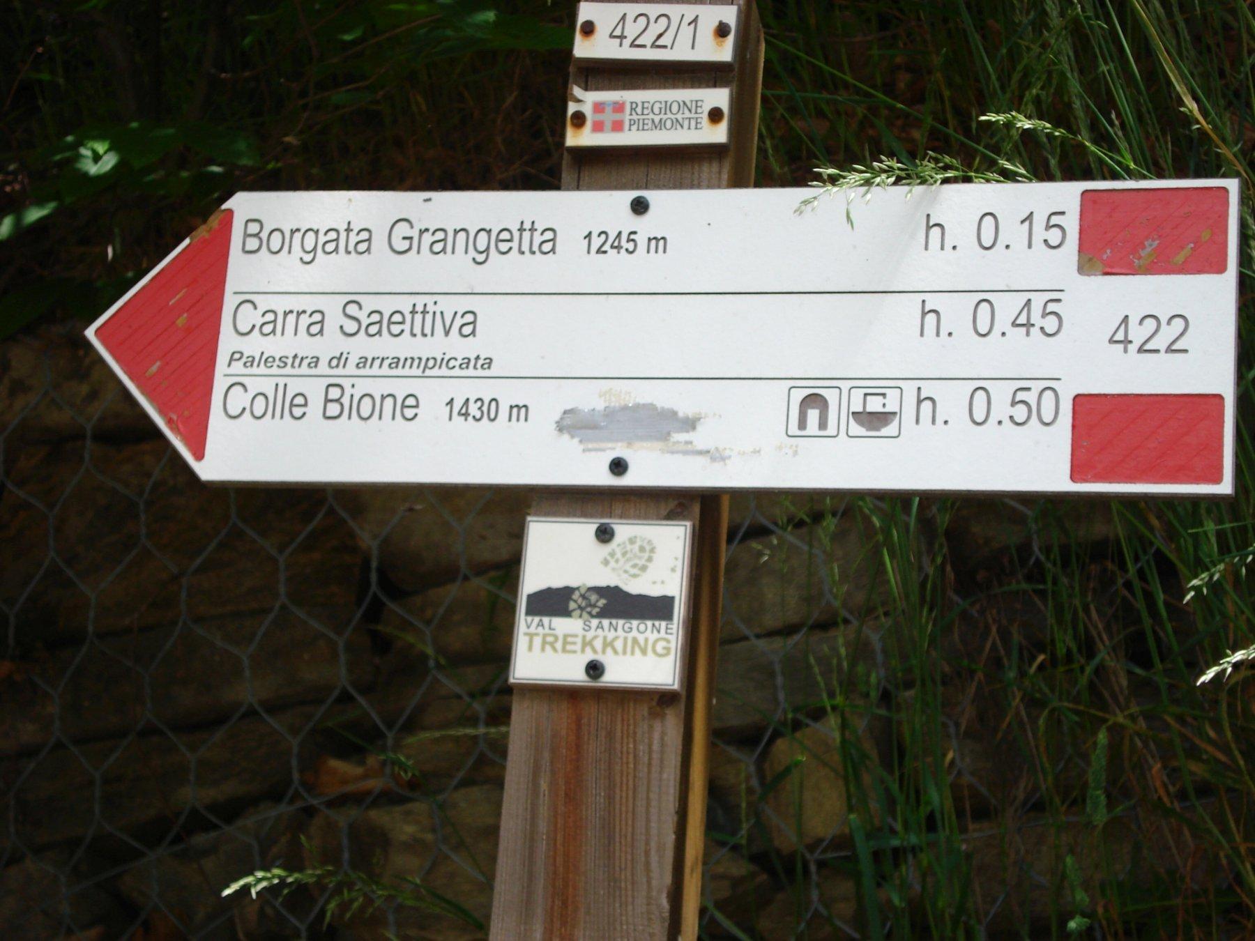 Poco sotto Borgata Merlo dove termina la strada asfaltata (1160 mt. s.l.m.) reperire la strada sterrata che porta prima a Borgata Grangetta e successivamente a Borgata Bustera.