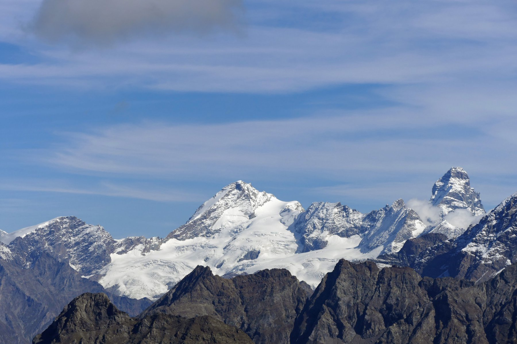 Da sinistra a destra: Tete de Valpelline, Dent' Herens e Matterhorn